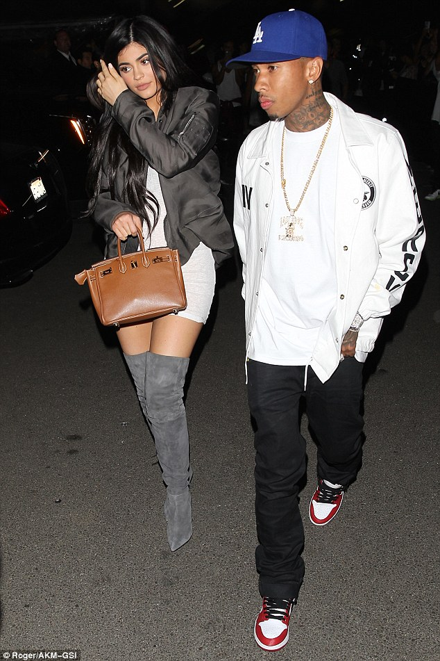 35A5238E00000578-3660647-Back_on_Kylie_Jenner_18_was_spotted_leaving_The_Forum_in_Inglewo-a-9_1466939001377